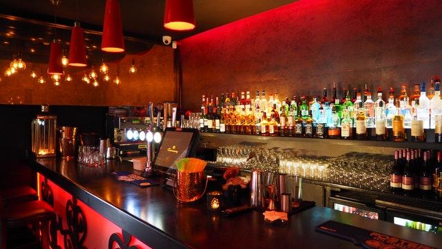 décorer le bar avec les housses